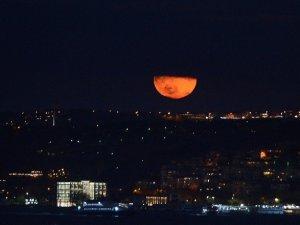 Süper Ay İstanbul'da Görüldü