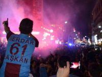 Trabzonspor Galibiyet Sevincini Sokaklarda Kutladı