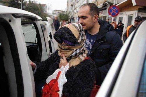 5 Bin Liralık Parfüm Çalan Anne-kız Yakalandı
