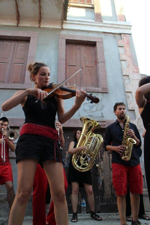 Fransız Müzisyenlerden Türk Müziği Performansı