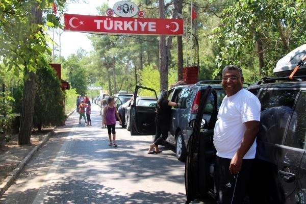 Gurbetçi Türklerin Dönüşü Sınır Kapısını Kilitledi