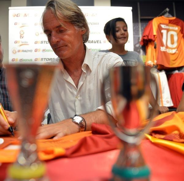 Galatasaray Teknik Direktörü Jan Olde Riekerink Ve Tolga Ciğerci Taraftarlarla Buluştu