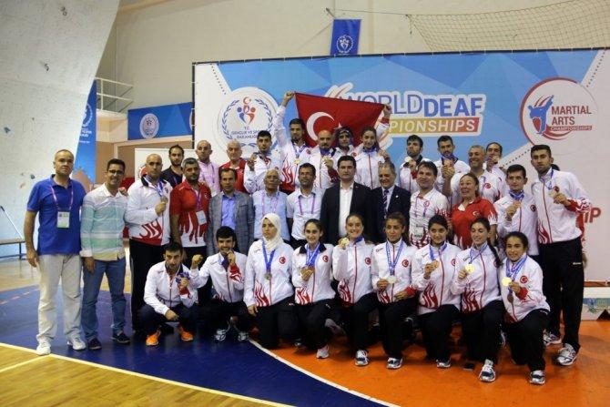 İşitme Engelliler Dünya Şampiyonası'nda Türkiye 38 Madalya Kazandı