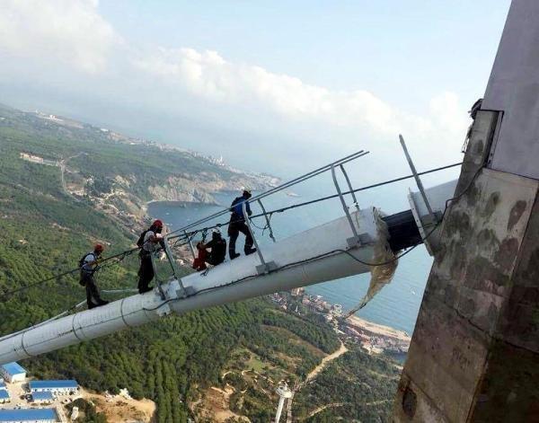 Yavuz Sultan Selim Köprüsü'nün Işıklarını Dağcılar Takıyor