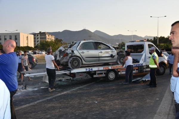 İzmir'de Zincirleme Trafik Kazası: 10 Yaralı