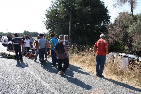 İzmir'de Otomobil Şarampole Yuvarlandı: 4 Yaralı