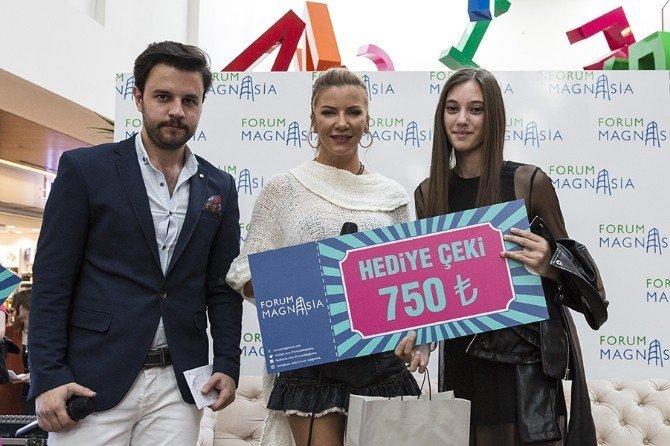 Ivana Sert Forum Magnesia'da En İyi Kombinleri Seçti
