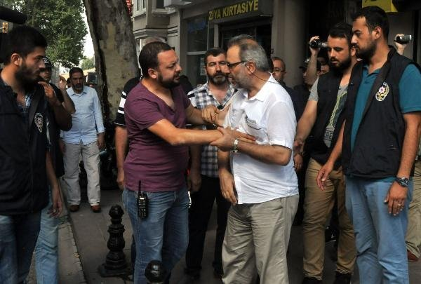 İran Konsolosluğu Önünde Arbede Çıktı
