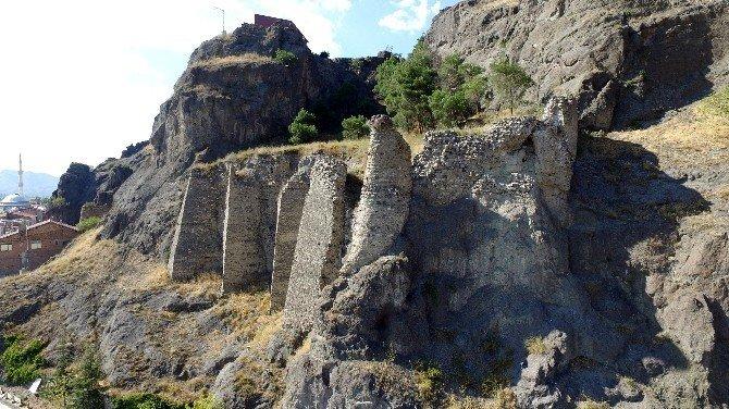 Çorum'da Tarihi Kalenin Surları Restore Edilecek