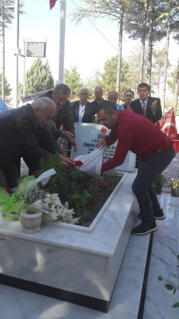 Samsunlu Şehit Yakını ve Gazilerden Halisdemir'in Mezarına Ziyaret