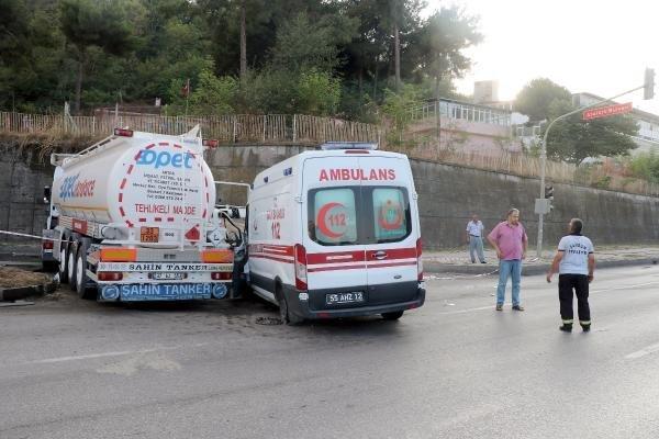 Samsun'da Tankerle Çarpışan Ambulanstaki 3 Sağlık Görevlisi Yaralandı