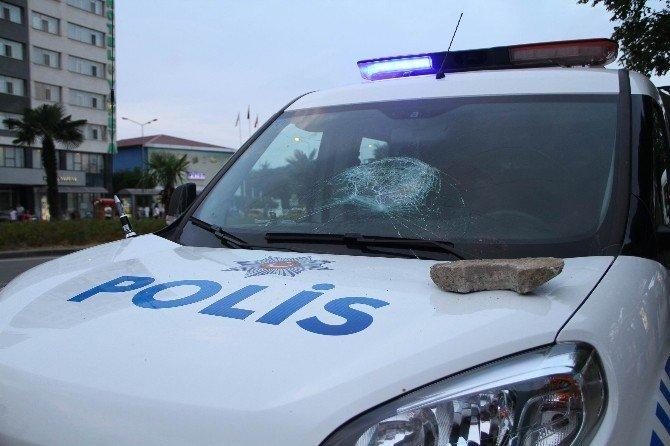 Samsun'da Polis Aracına Taş Atan Kadın Gözaltına Alındı