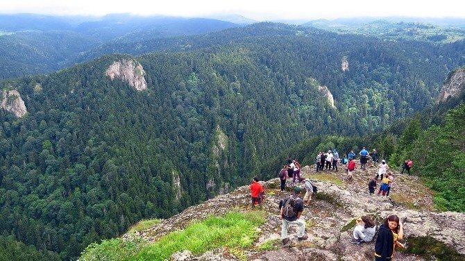 Samsunlu Dağcılar Karagöl Zirvesinde