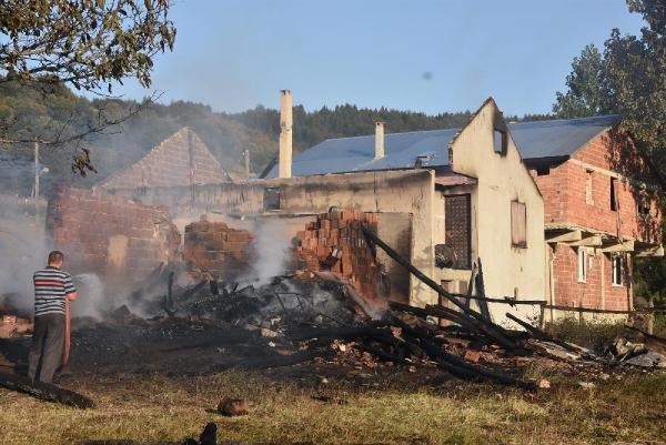 Sinop'un Erfelek İlçesi'nde İki Ev Kül Oldu