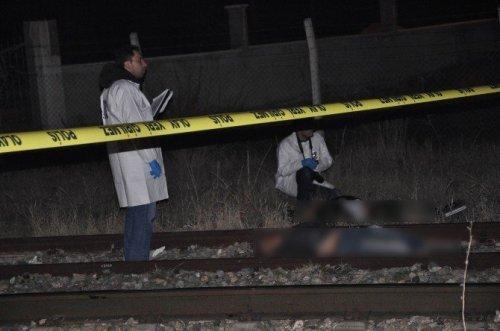 Sivas'ta Tren Yolunda Facia: 2 Ölü