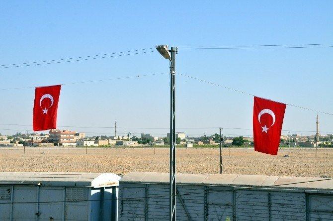 Suriye Sınırı Türk Bayrakları İle Donatıldı