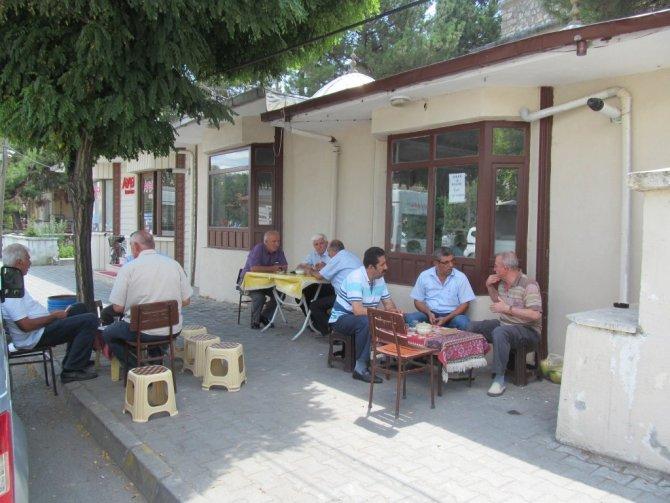 Tokat'ta Polis ve Askere Ücretsiz Çay İkramı
