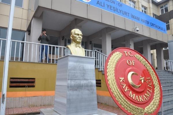 Trabzon'da Atatürk Büstlerine Çirkin Saldırı