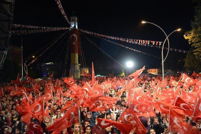 Uğur Işılak Çorum'da Demokrasi Mitingine Katıldı