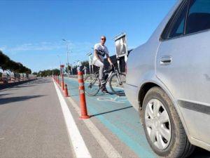 Samsun'daki otomobillerin park edildiği bisiklet yoluna tepkiye belediye başkan yardımcısından tepki