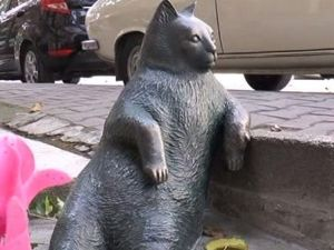 Tombili'nin heykeli yeniden yerine dikildi